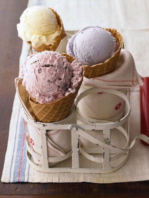 Las bodas en verano se prestan para mesas de postres originales. como estos helados en conos, por ejemplo.