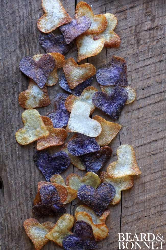 Acompaña el almuerzo con potato chips con forma de corazón.