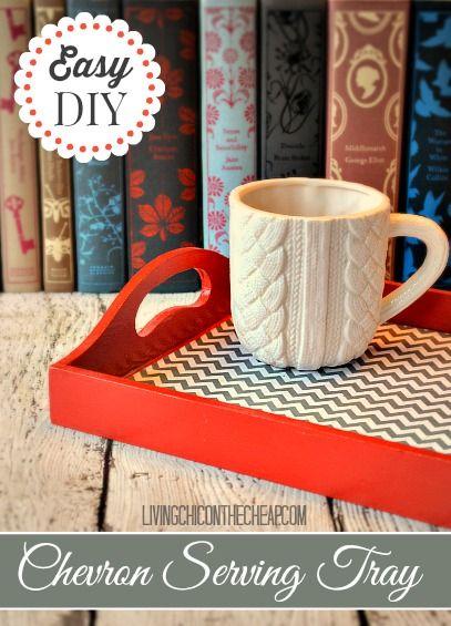 Una bandeja vieja podria ser renovada con pintura, papel de scrapbook y engrudo o modge podge. Conviértela en un buen regalo para San Valentin y úsala para traer el desayuno a la cama.