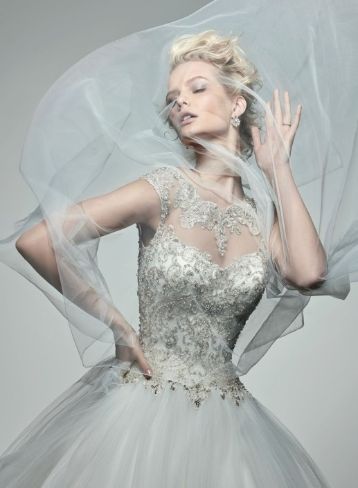 Vestido ball gown con cuello ilusión de la colección Monaco primavera 2016 de Maggie Sottero. Romantic ball gown dress by Maggie Sottero and Midgley.