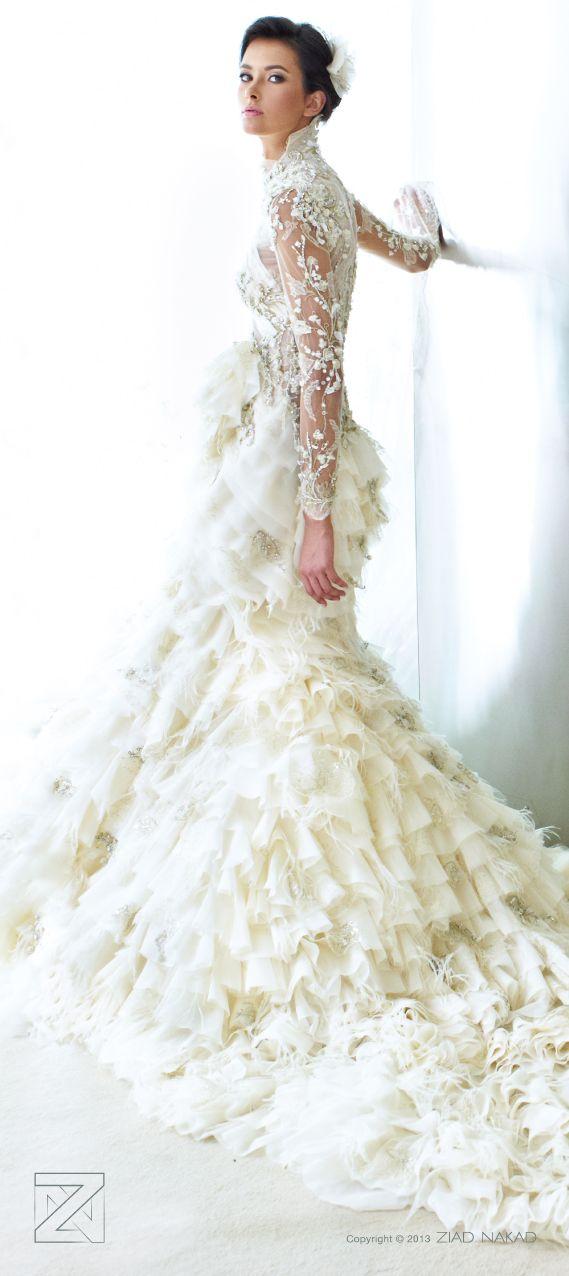 A Ziad Nakal Bridal creation. Luce espectacular con un vestido de novia con corte trompeta y espalda descubierta de Ziad Nakal Bridal.