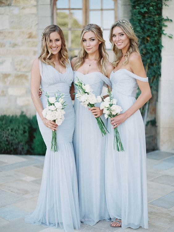 Azul serenity para las damas de honor en vestidos de Amsale. Fotografia Luna de Mare