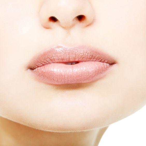 Como maquillar labios finos en los colores de la temporada.
