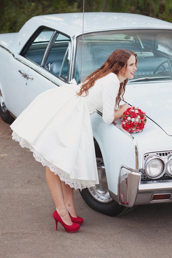 Vestidos de novia cortos estilo retro con mangas y bolsillos, rockero y canchero, está en oferta así que a no perdérselo!