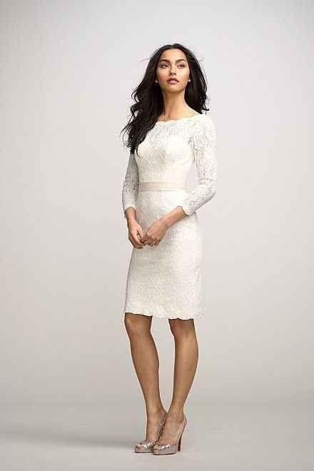 Un vestido de novia para el civil con el que lucirás preciosa. Las mangas largas con encaje son un detalle sencillo y muy delicado.