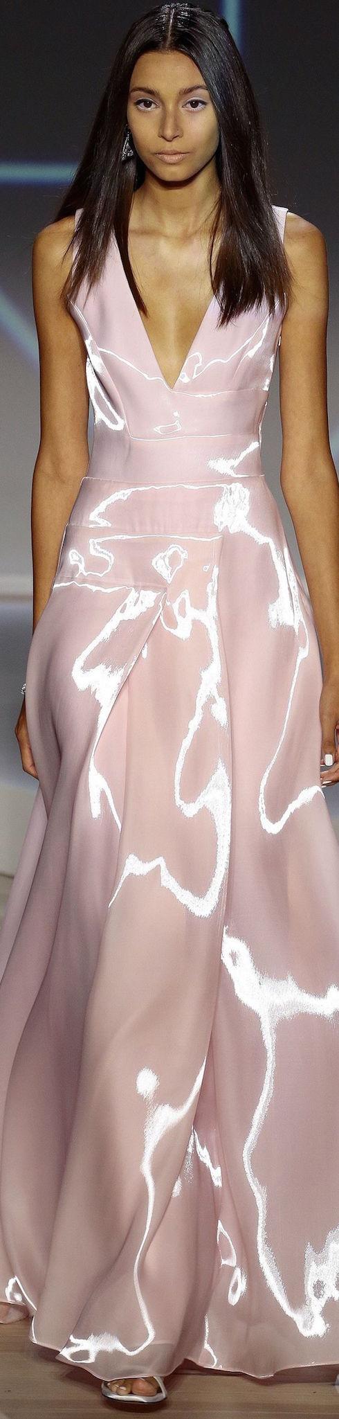 Vestido de novia en rosa cuarzo de Pamella Roland 2016.