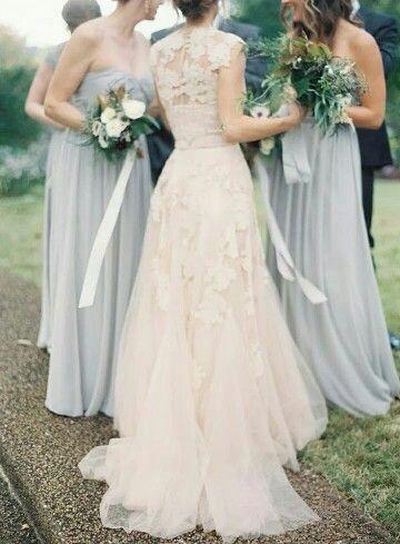 Como elegir los Vestidos para Damas de Honor Perfectos. Vestidos para damas de honor en lavanda con dorado en los ramos. Fotografia: Jessica Lorren Photography