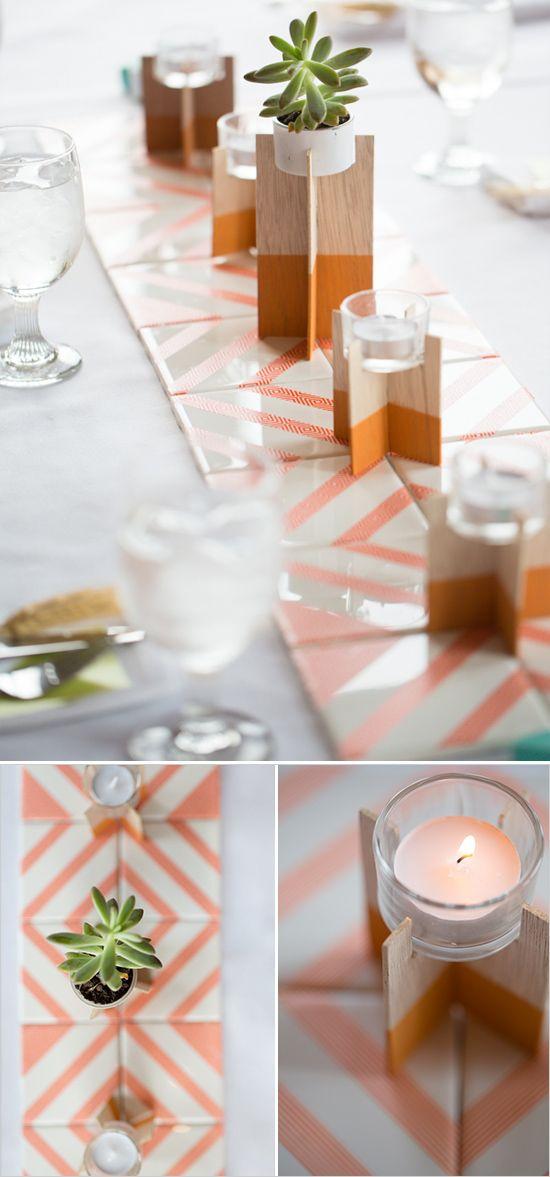 ¿Tienes algunas cerámicas o azulejos para armar caminos de mesa para bodas ultra originales? Un detalle moderno de una boda intima con la familia fotografiada por Jessica Simmons Photography.
