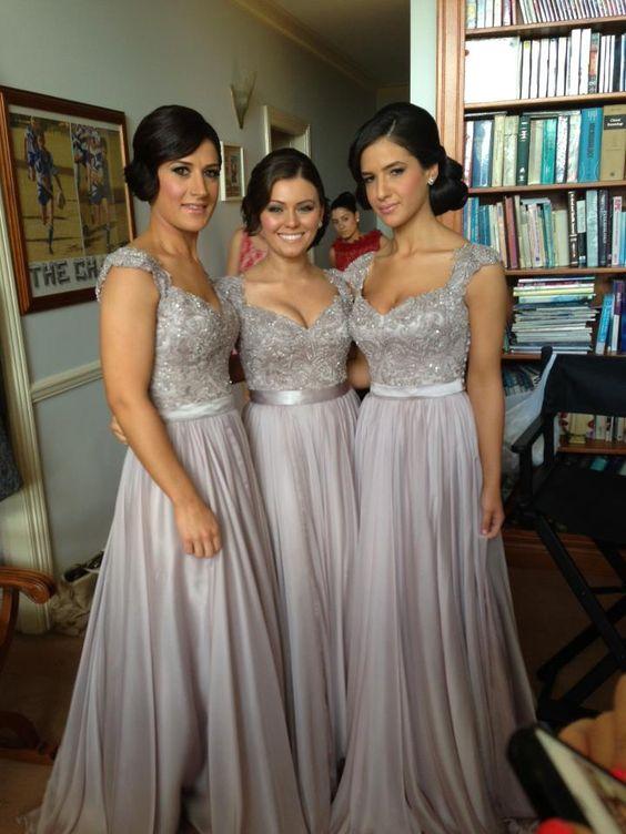 Como elegir los vestidos para damas de honor perfectos: Este corte de vestido de dama de honor es tan favorecedor y perfecto para una boda tradicional.