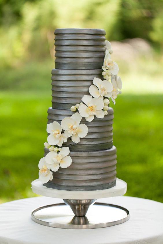 Metalizado en gris para un pastel de bodas único y original, moderno y chic.