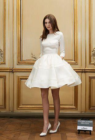 ¿Necesitas un vestido corto para una boda boho? Alexis de Delphine Manivet, muy romántico y boho para una novia con piernas hasta el cielo.