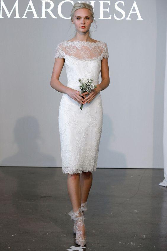 Vestidos de novia cortos para una boda moderna de Marchesa.