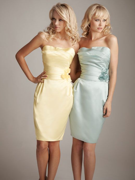 Como elegir los vestidos para damas de honor perfectos: Otra idea de vestidos para damas de honor a la rodilla en tonos pastel.