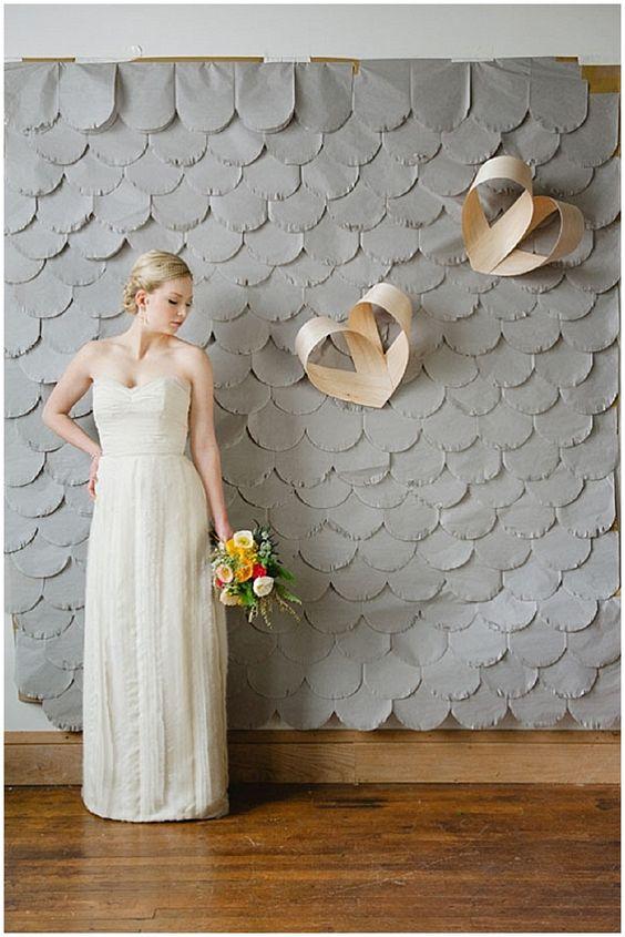 Como hacer cortinas de papel festoneado con corazones para bodas.