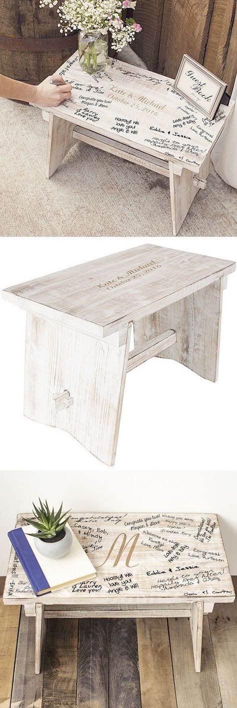 Originalísimo libro de firmas alternativo. Un banco de madera con los nombres de los novios.