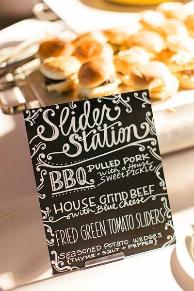 Tendencias en comidas para bodas sencillas y económicas que incorporan cocina tradicional de la zona via southernweddings