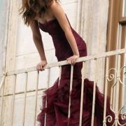 Solo Vera Wang transforma un vestido de novia en rojo en algo que todas querríamos vestir.
