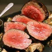 Otra creación del maestro Wolfgang Puck: carnes con champignons para deleitar el paladar de tus invitados.