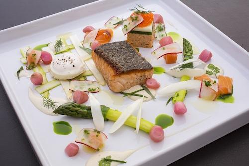 Comidas para bodas con pescado: El salmón es un clásico en las bodas. Una creación de haute-dish.