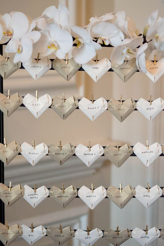 Una idea super original: el backdrop contiene los souvenirs de boda!