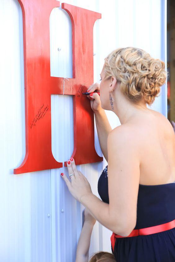 Firma la inicial del apellido. Alternativas al Libro de Firmas para Boda: ¡Wedding Ideas que Flipan!