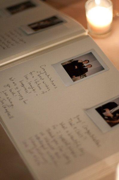 Un poco mas tradicional pero super interactivo, un libro de firmas para boda con Polaroids.