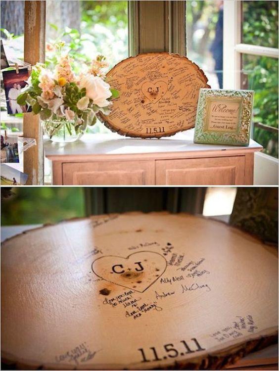 Las iniciales de los novios grabadas en el tronco de un árbol que te puedes llevar a casa junto con las firmas de todos tus invitados.