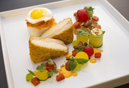 Pollo con sandía y melocotón para menus de boda primaverales de haute-dish Minneapolis, MN.