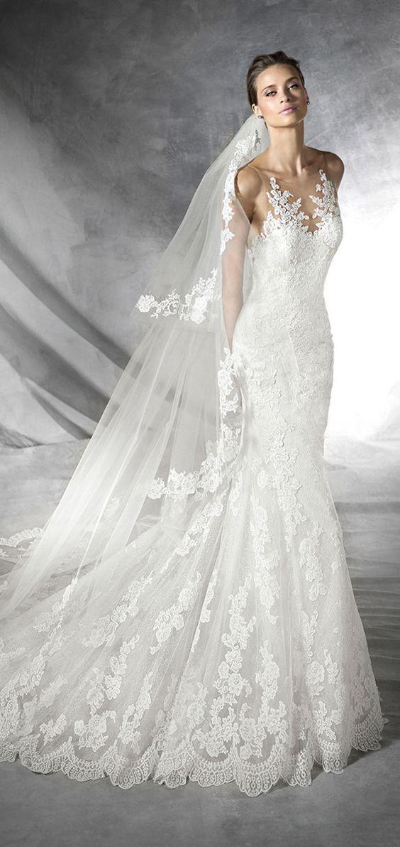 Un vestido de novia blanco de Pronovias 2016 no podía faltar en este artículo.