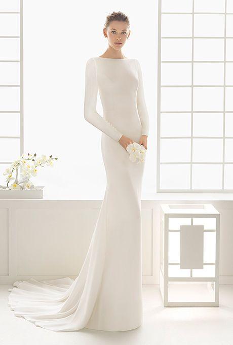 Vestido de novia blanco con mangas largas. Tendencia en otoño 2016 Rosa Clará.