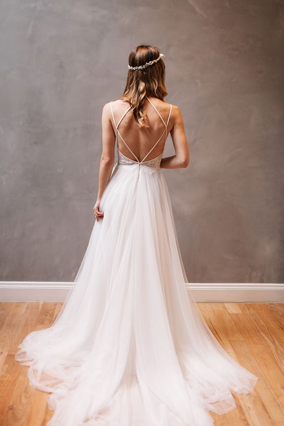 Vestido de novia blanco con espalda descubierta de BLHDN.