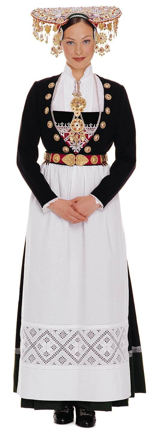 Vestido de novia tradicional de Noruega. Si, en negro!