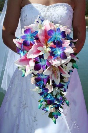 How to Plan a Beach Themed Wedding Ceremony: The bridal bouquet. Flowers that are heat resilient.