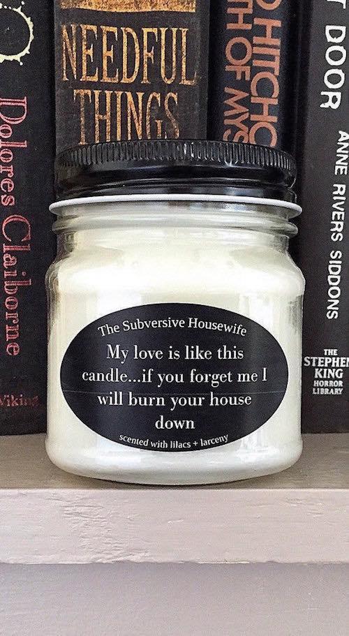 Ideas de regalos divertidos para tu novio. Una manera más de darle un regalo original a tu novio, una vela hecha a mano con distintas y deliciosas fragancias totalmente vegan y si es tu estilo, un humor muy sarcástico. ;)