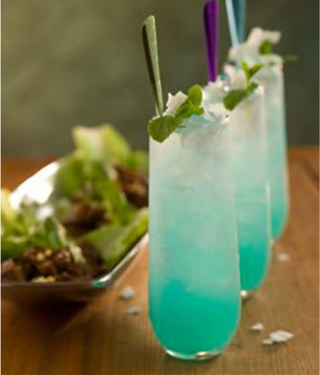 Tropical drink recipes for beach weddings: Mint turquoise signature wedding drink: blue thai mojito, blue curaçao, limon or white rum, coco-mint syrup, fresh lime juice and soda water.