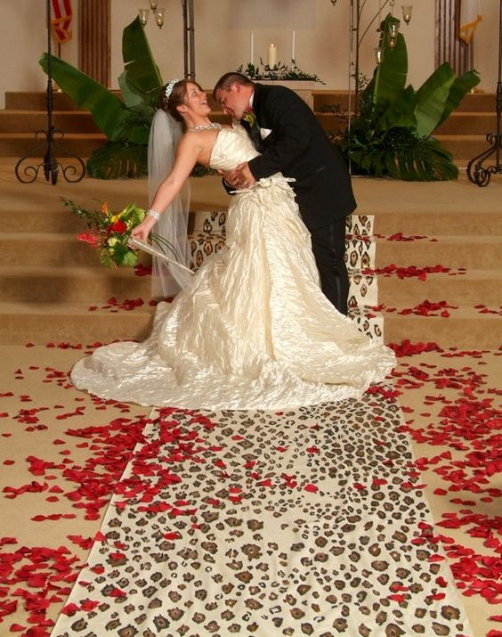 Alfombra en leopardo con pétalos de flores super original!