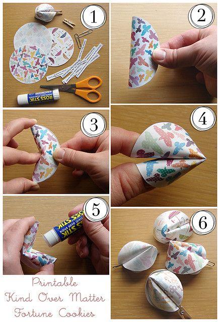 Cómo hacer galletas de la fortuna de papel. Fotografia de Amanda Oaks en Flickr.