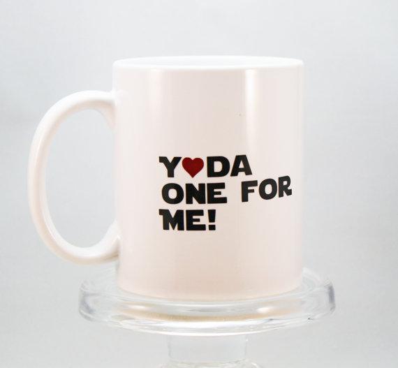 Si es un fan de Star Wars regálale un mug super cute de Yoda!