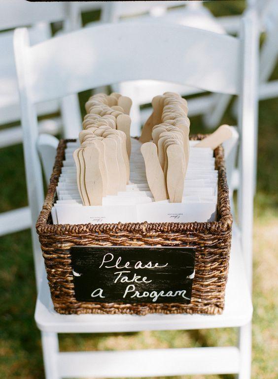 un programa de bodas que sirve como abanico una idea original para bodas en la with ideas para boda original