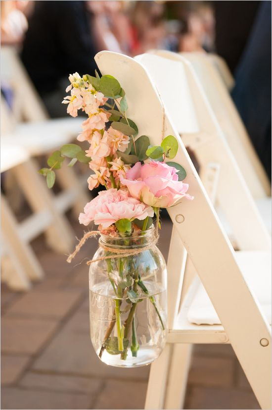 Ideas para decorar el pasillo central de la ceremonia con mason jars. ¿buscas mas ideas?