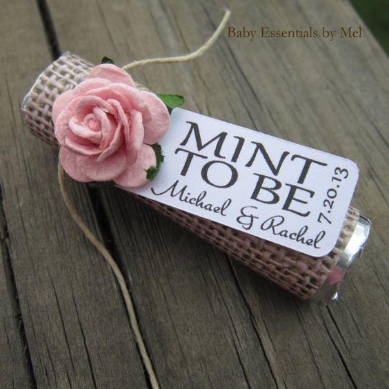 """Unas refrescantes y románticas mentas personalizadas como recuerdo de boda because you are """"Mint to Be"""" via Etsy."""
