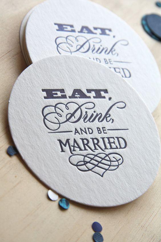 Impresos en letterpress, este set de coasters sirven durante y después de la boda como souvenirs! Consíguelos en Etsy.