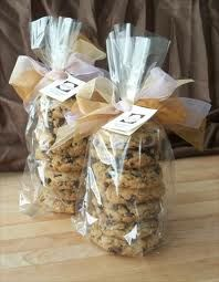 Una bolsita con algunas cookies para saborear durante el camino de regreso a casa, o para el desayuno ¡post fiesta! Incluso puedes hacerlo tu misma.