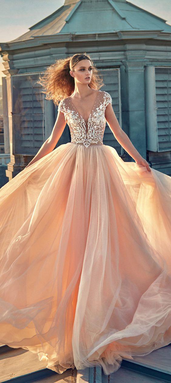 Vestido de novia en blush, una creación de Galia Lahav otoño 2016. Si quieres ver mas vestidos de Galia Lahav no te pierdas su entrevista exclusiva!