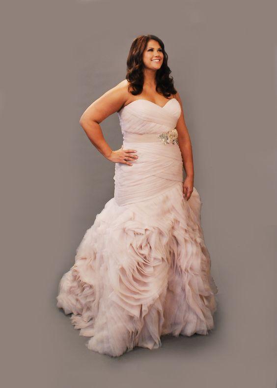 Para la curvy bride: un bellísimo vestido de novia para gorditas en blush.