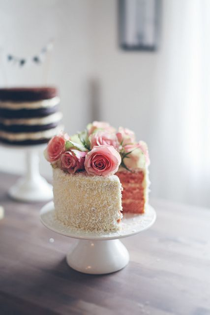 Blush inside and out this wedding cake. Perfect for a romantic and intimate wedding.