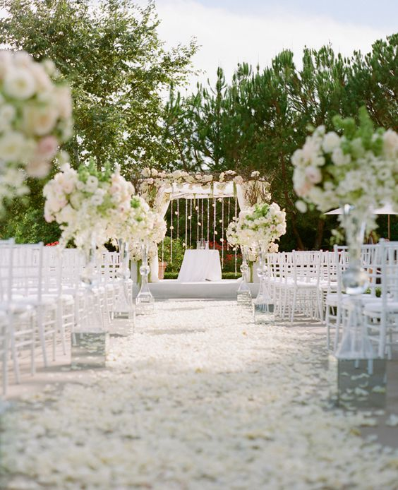 How to plan a beach themed wedding ceremony best tips in between the sand and the dunes this white on white beach themed wedding takes junglespirit Gallery
