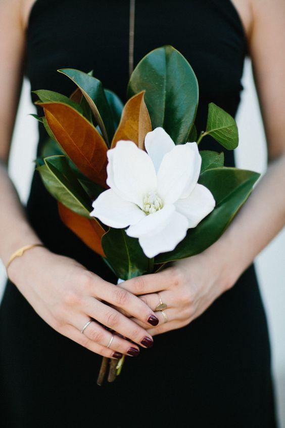 Bouquet con una magnolia.