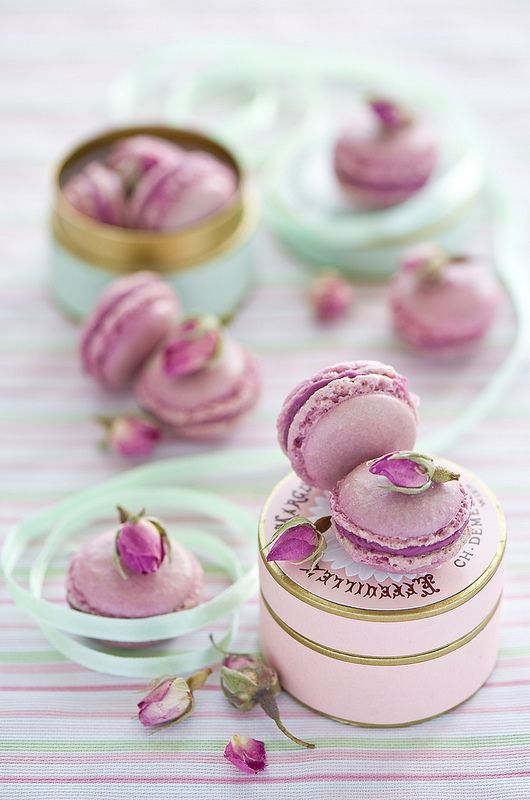 Macaron favor boxes for the fanciest of weddings.