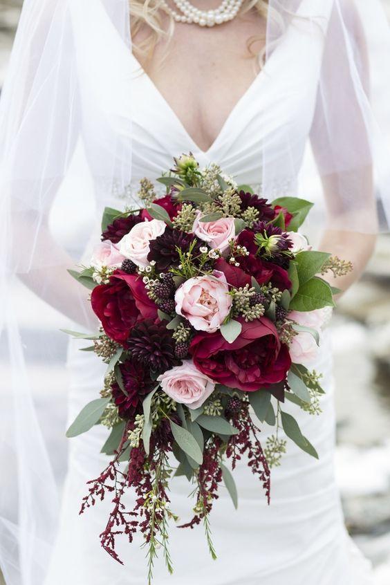Esta inspiración en blush de una boda en las montañas rocallosas lleva lo rústico y la elegancia a nuevas alturas. Fotografiada por Melanie Bennett Fotografia.